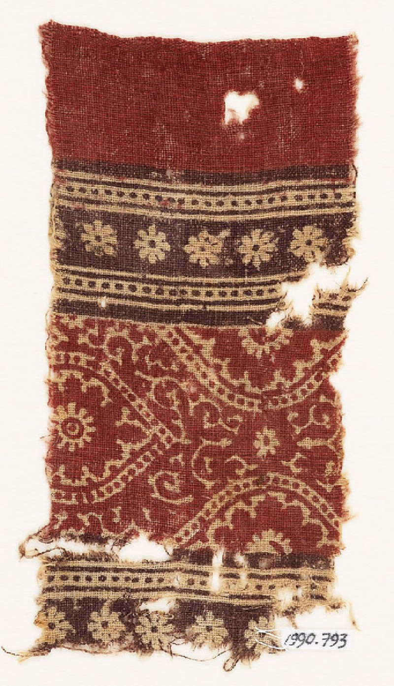 Textile fragment with medallions and rosettes (front            )
