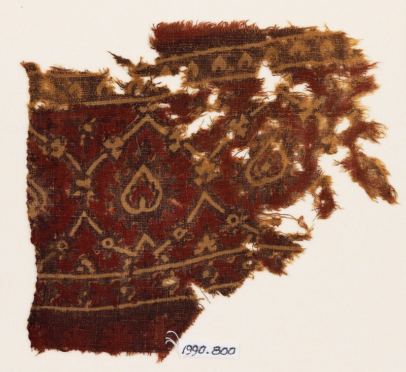Textile fragment with interlacing tendrils and leaves (front            )
