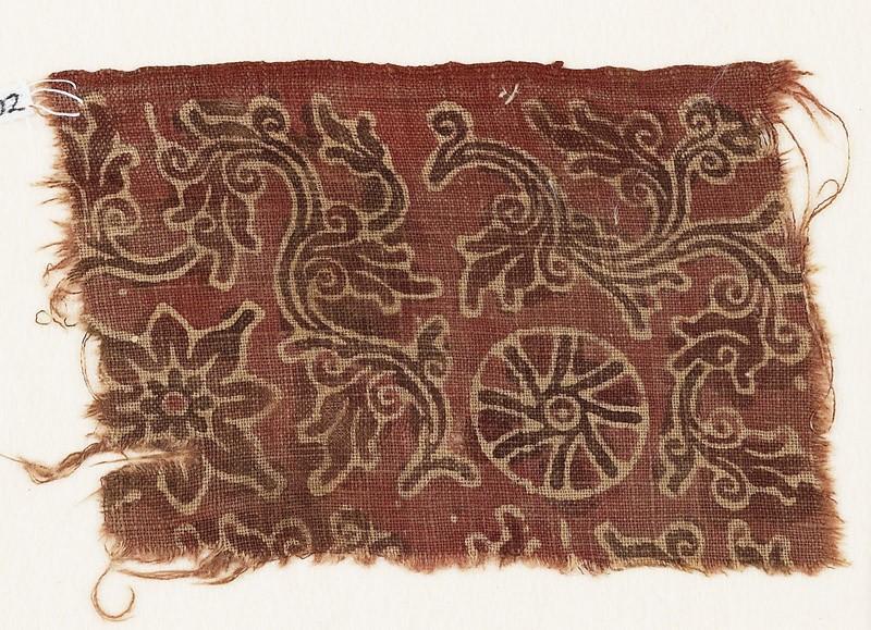 Textile fragment with curving vines, quatrefoil, and rosette (EA1990.802, front            )