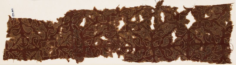 Textile fragment with quatrefoils and leaves