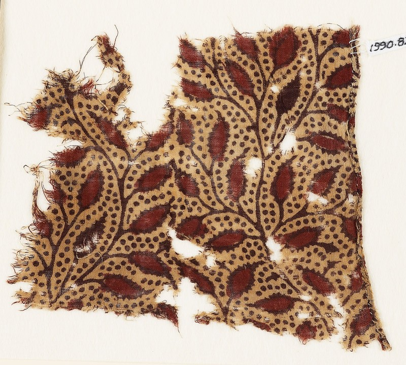 Textile fragment with branches and leaves (front            )