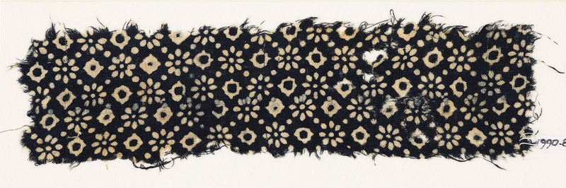 Textile fragment with rosettes, dots, and lobed diamond-shapes (EA1990.86, front           )