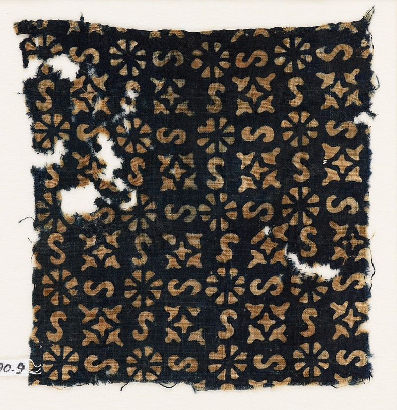 Textile fragment with S-shapes, rosettes, and quatrefoils (EA1990.9, front          )