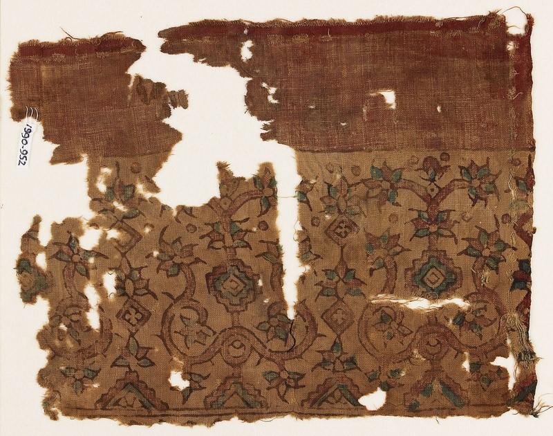 Textile fragment possibly imitating patola pattern, with stylized plants