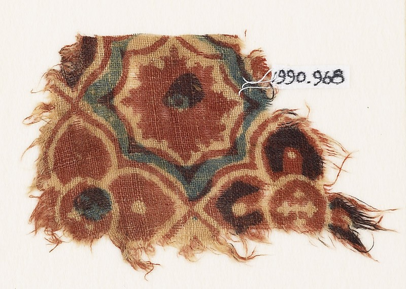 Textile fragment with linked quatrefoils (front            )