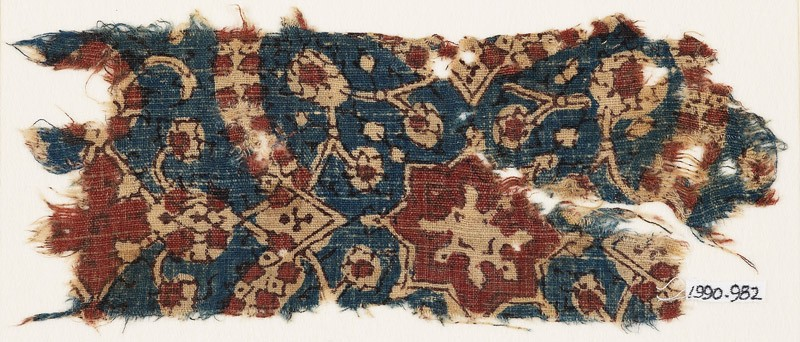 Textile fragment with quatrefoil and star-shaped flower (EA1990.982, front            )