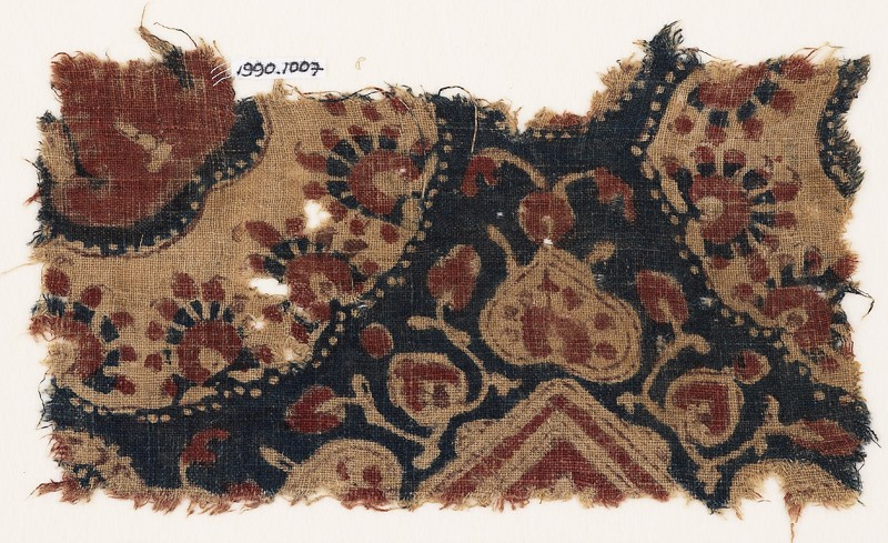 Textile fragment with heart-shaped leaves and parts of medallions (EA1990.1007, front             )