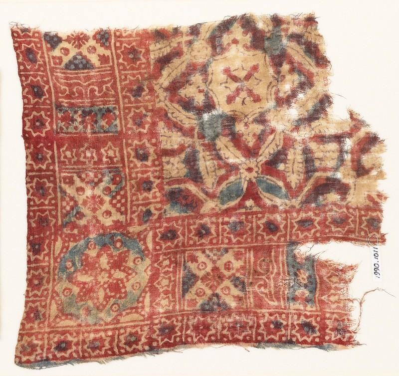 Textile fragment with quatrefoils, stars, and rosettes (EA1990.1011, front             )