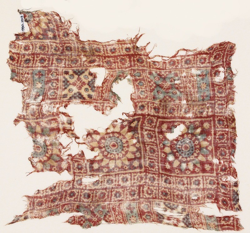 Textile fragment with rosettes, diamond-shapes, and stars