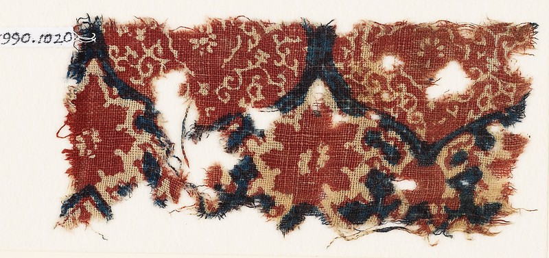 Textile fragment with medallions, tendrils, and vine leaves