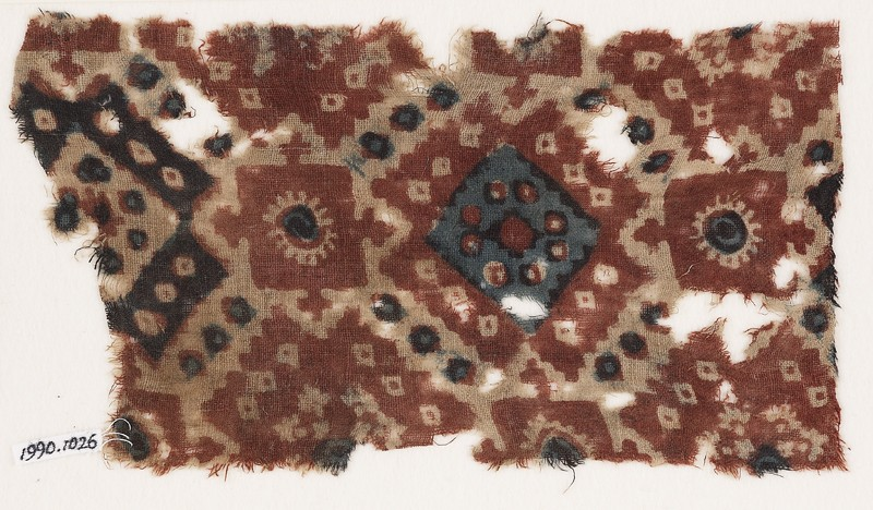 Textile fragment probably imitating patola pattern, with diamond-shapes and squares