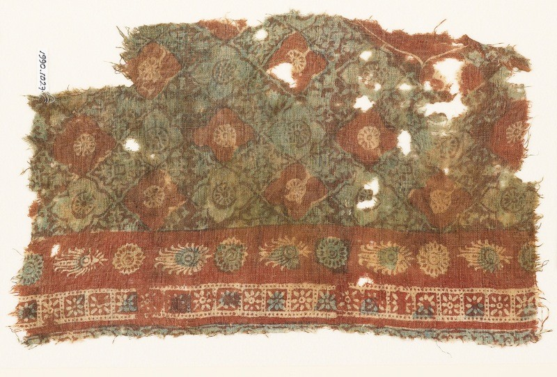 Textile fragment with grid of quatrefoils and serrated crosses