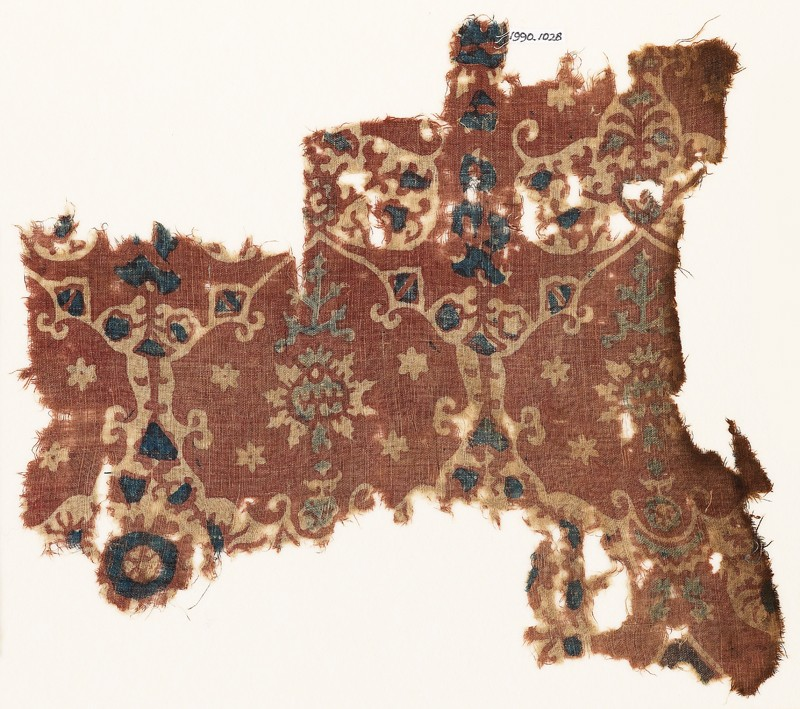 Textile fragment with lobed shapes, possibly leaves (front             )