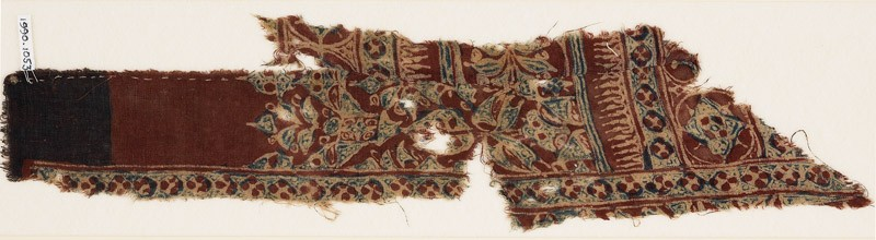 Textile fragment with quatrefoils and medallions