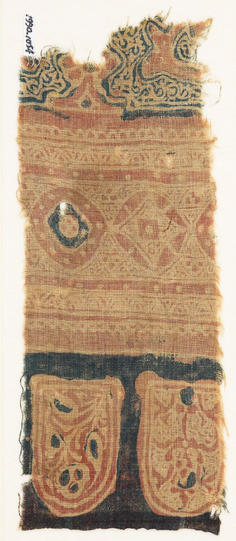 Textile fragment with tab-shapes and linked circles