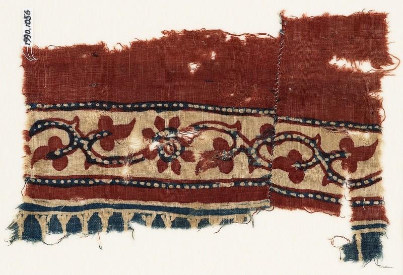 Textile fragment with vine, trefoils, and flowers (EA1990.1056, front             )
