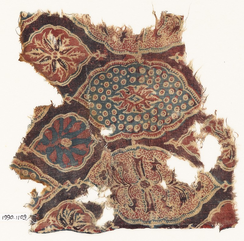Textile fragment with lobed medallions and flowers (EA1990.1109, front             )