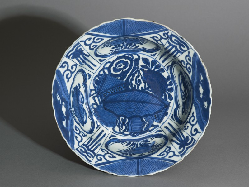 Blue-and-white kraak style bowl with banana leaf and flowers (top           )