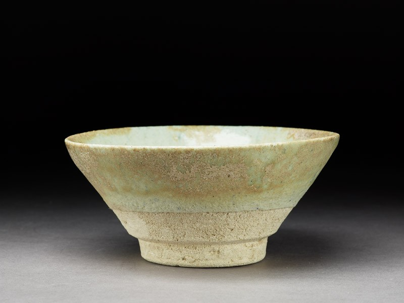 Bowl with white glaze (EA1992.12, oblique           )
