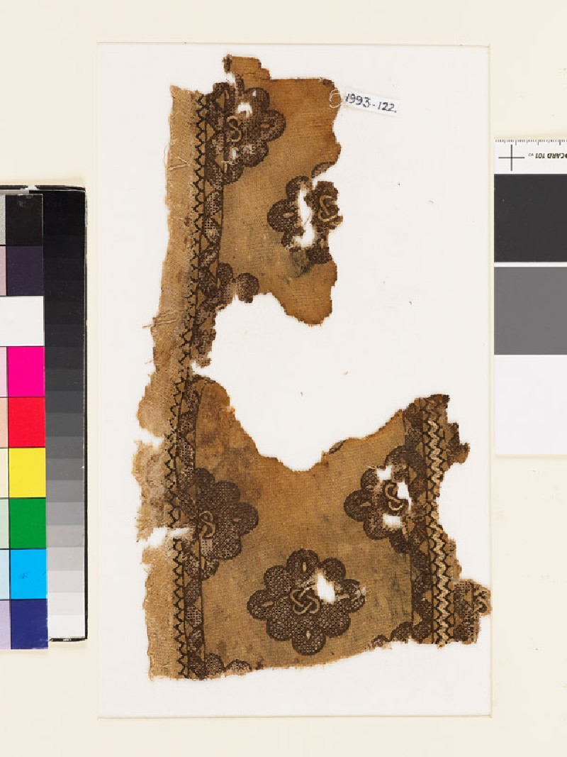 Textile fragment with cusped medallions and interlaced knots (front            )