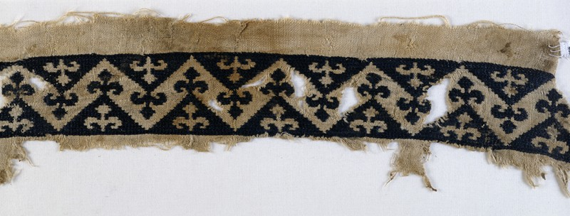 Textile fragment with band of chevrons and trefoil finials (front            )