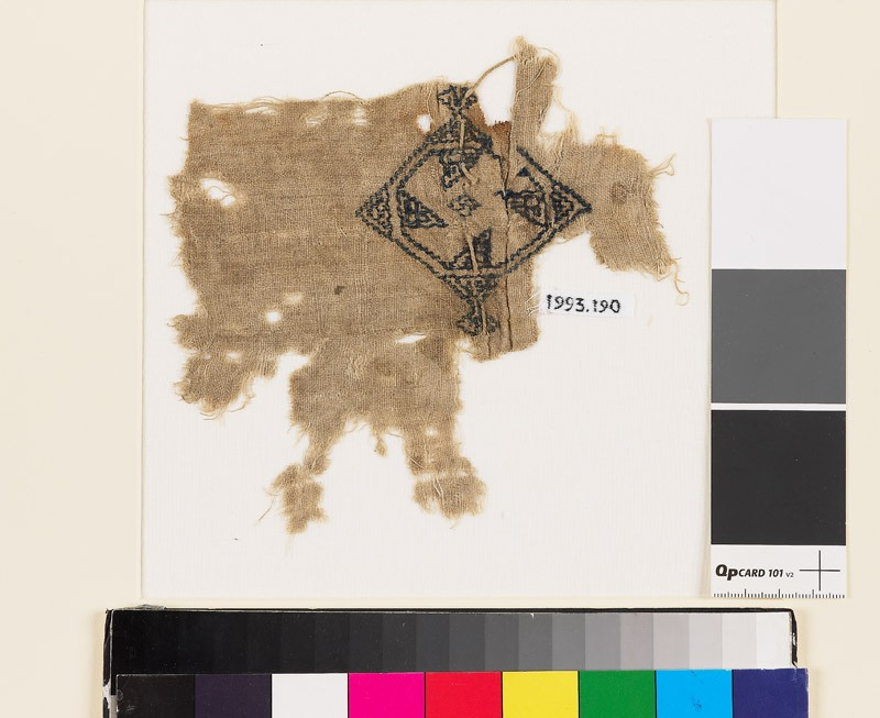 Textile fragment with rosette and diamond-shape (front            )