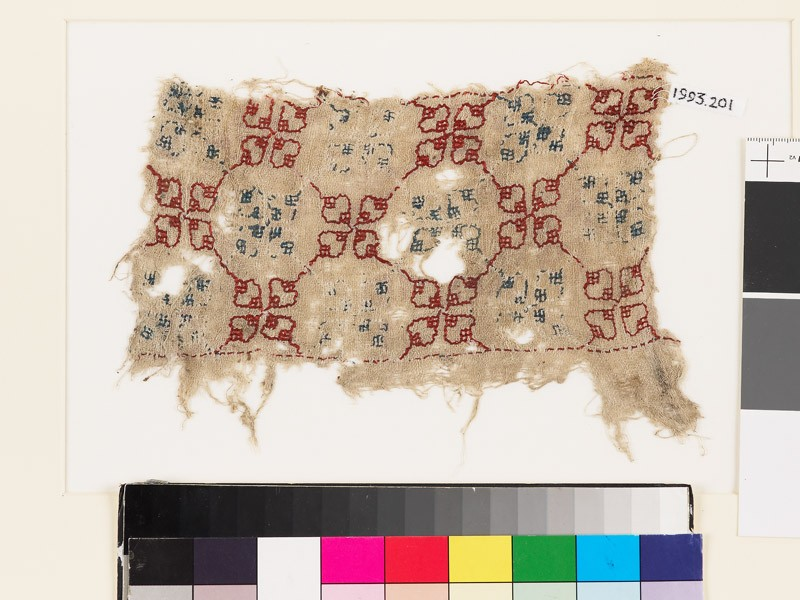 Textile fragment with quatrefoils and lattice of diamond-shapes