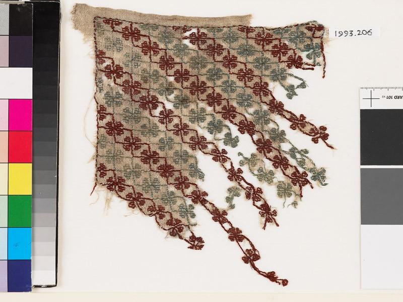 Textile fragment with quatrefoils and stems (front            )
