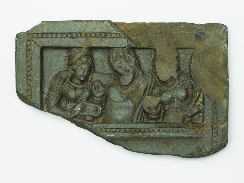 Lid or palette with the drunken Heracles supported by two female attendants (top           )