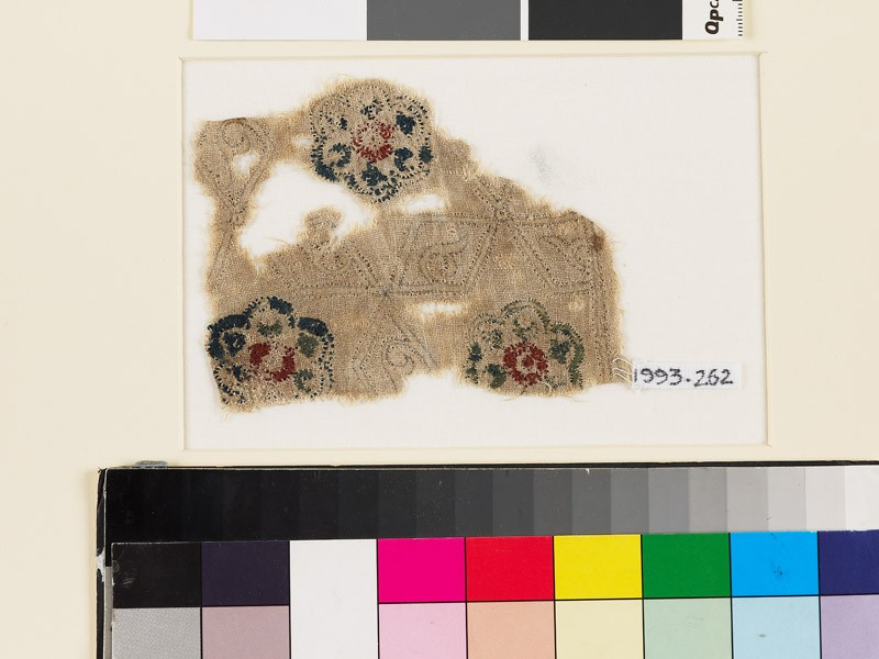 Textile fragment with lobed rosettes, rhomboids, and tendrils (front            )