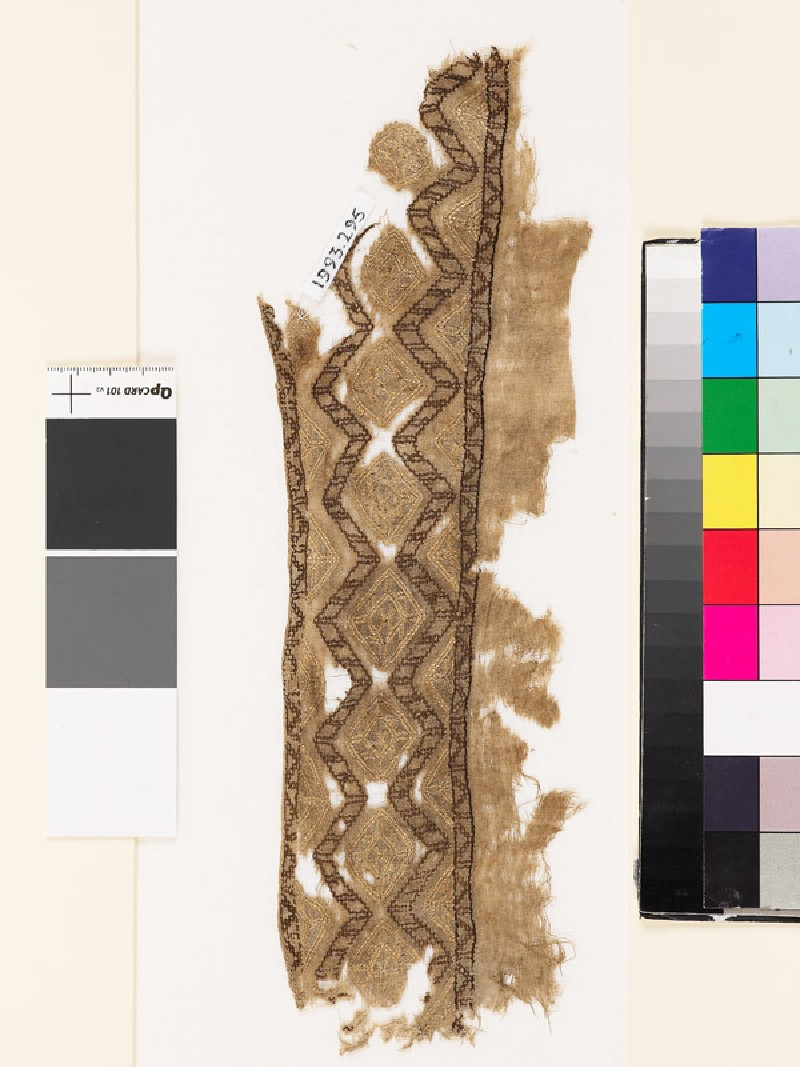Textile fragment with chevrons, diamond-shapes, and zigzags (front            )