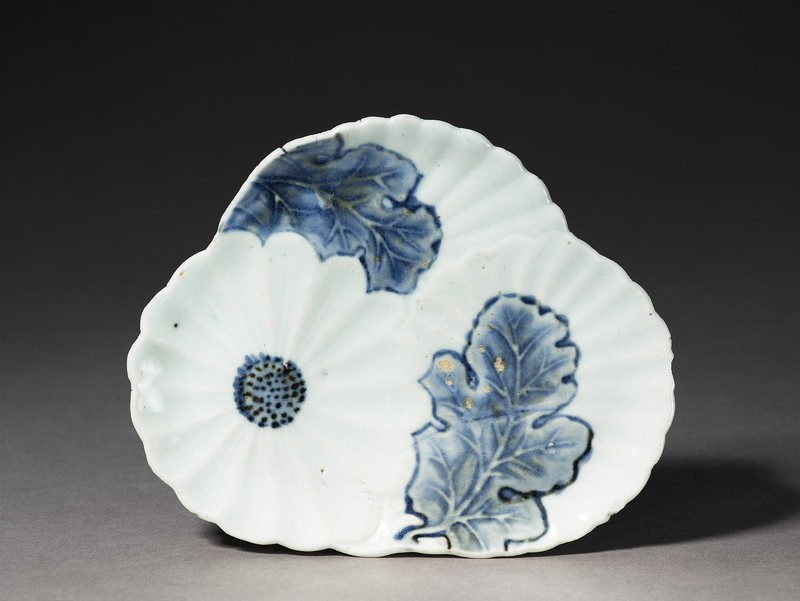 Blue and white dish with chrysanthemum flowers