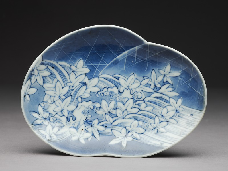 Dish with leaves and waves (EA1995.2, top          )