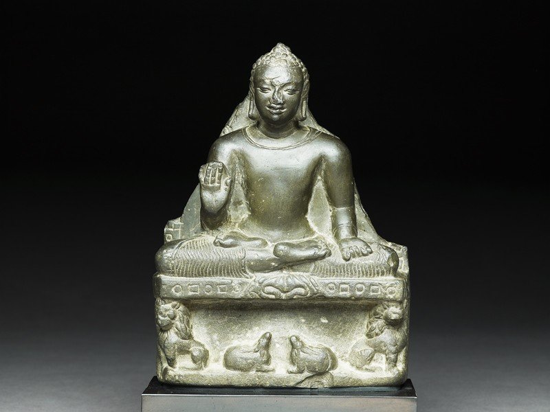Seated figure of the Buddha (front          )