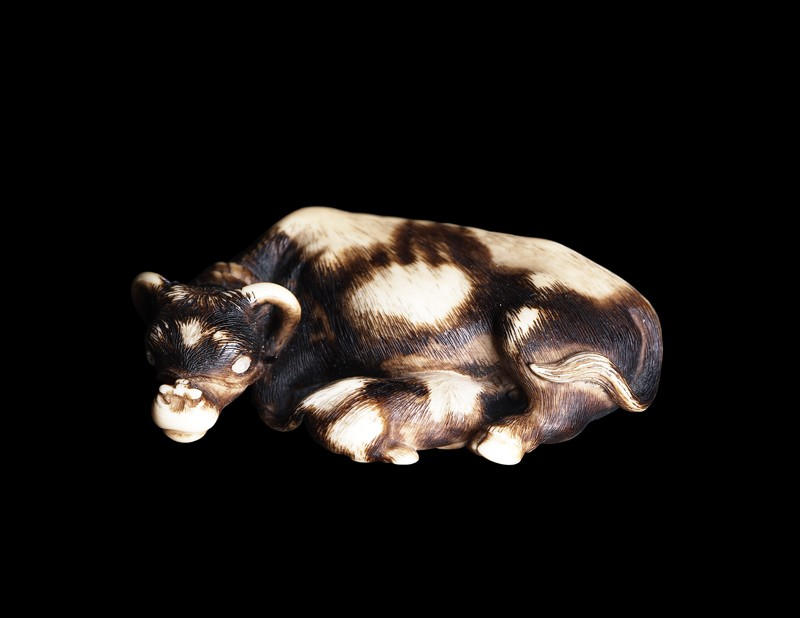 Netsuke in the form of a buffalo and calf (EA1996.29, side           )