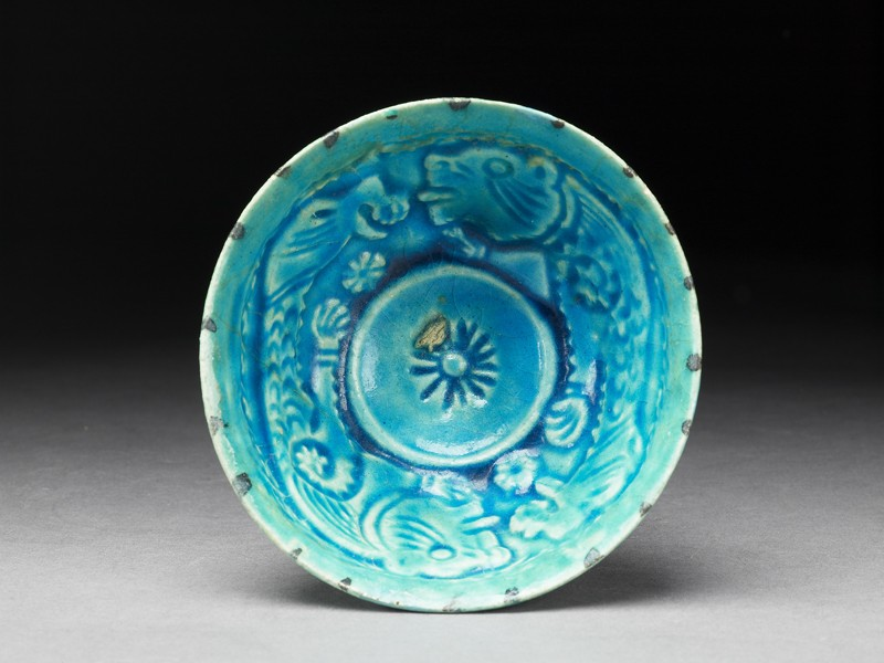 Bowl with animal decoration (top            )