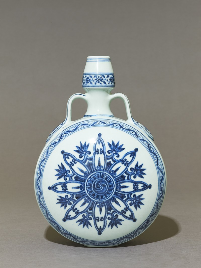 Blue-and-white moon flask or bianhu (EA1997.190, side            )