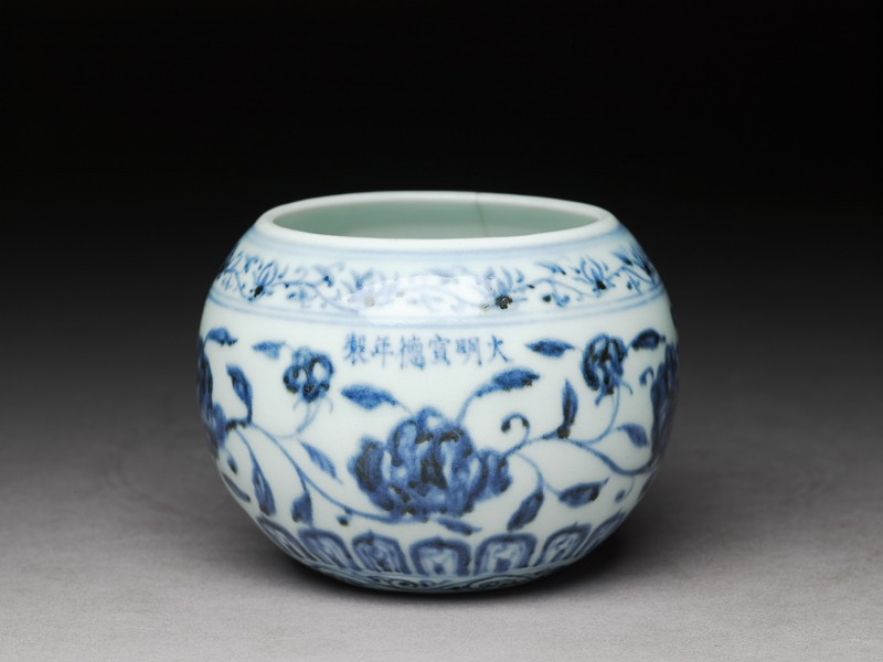 Blue-and-white jar with flowers (EA1997.25, oblique           )