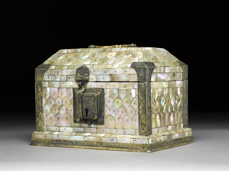 Casket with sloping lid (side          )