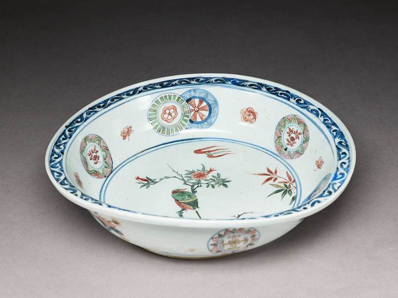 Dish with a bird on a flowering branch (oblique            )