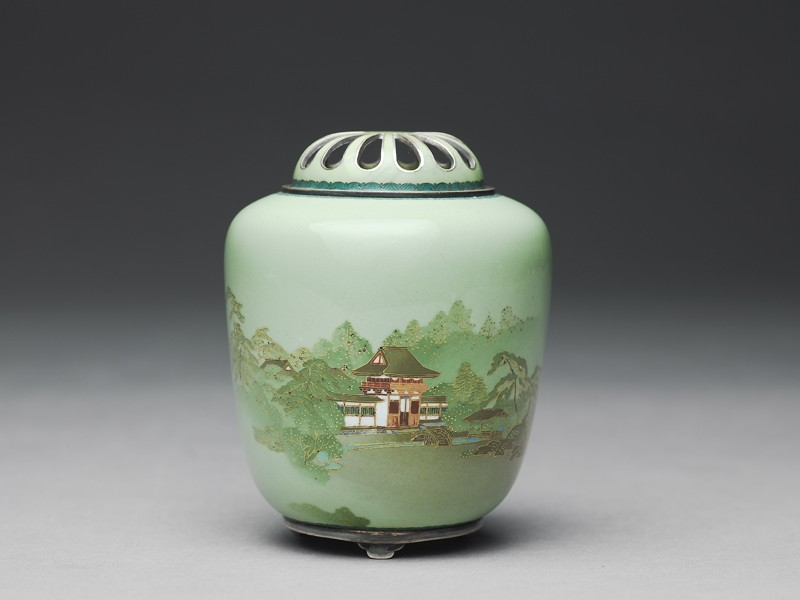 Incense burner, or kōro, with an entrance gate amid trees (side            )