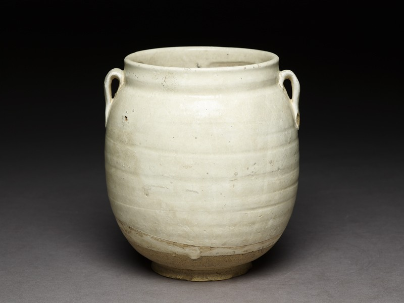 Cizhou type jar with white slip (EA2000.60, oblique           )