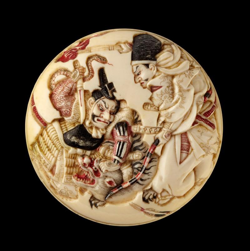 Manjū netsuke depicting Minamoto no Yorimasa and Ii no Hayata slaying the nue, a mythical creature (front            )