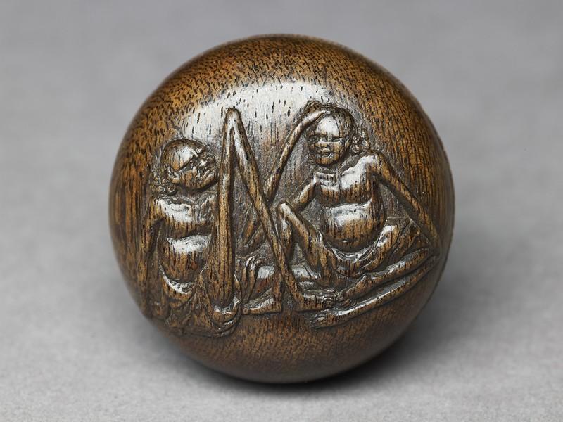 Manjū netsuke depicting Ashinaga and Tenaga (EA2001.123, front            )