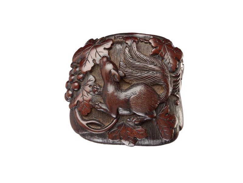 Manjū netsuke in the form of a squirrel among grapevines (EA2001.137)