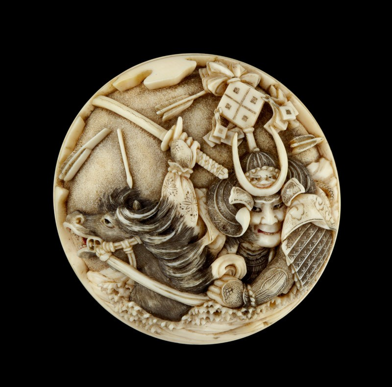 Manjū netsuke depicting Sasaki Takatsuna and Kajiwara Kagesue crossing the Uji River