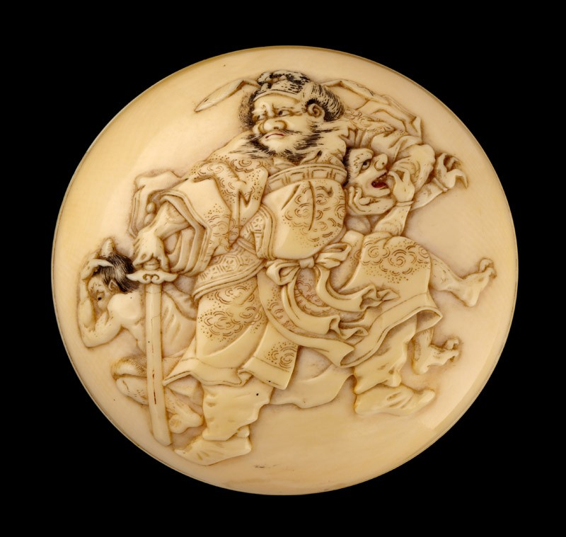 Manjū netsuke depicting Shōki the Demon Queller with two demons (front           )