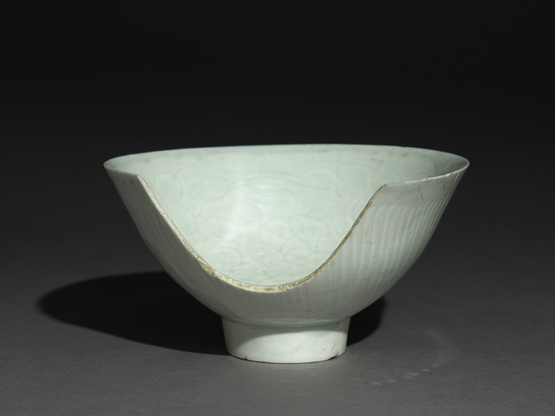 Bowl with high foot and incised floral decoration (EA2002.1, oblique          )