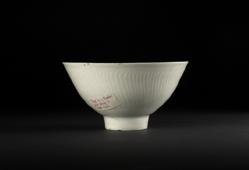 Bowl with high foot and incised floral decoration (EA2002.1)