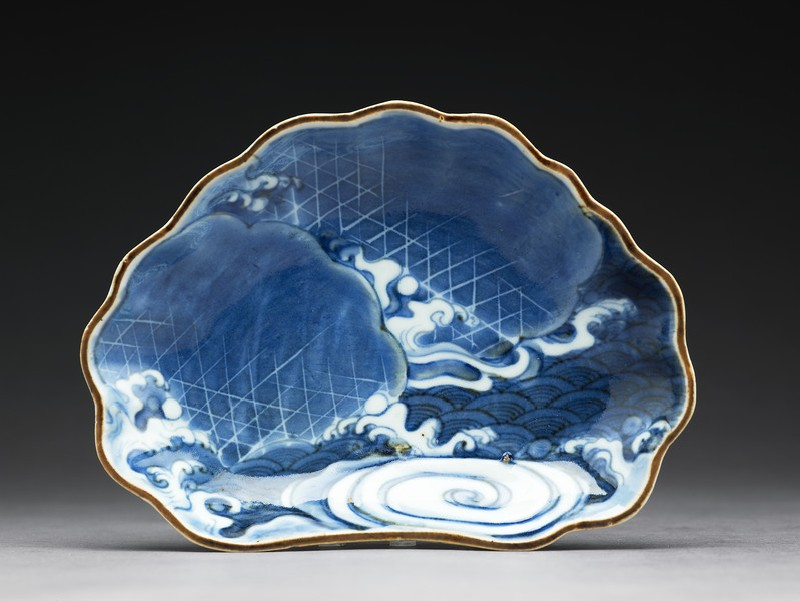 Dish with waves (top           )
